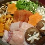 鶏バル&個室 隠 - 名古屋コーチンの博多風明太とろろ鍋(料理9品、飲み放題付の豪華贅沢地鶏鍋コース)