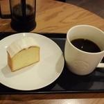 スターバックスコーヒー - C&EケーキのサワークリームとKITAMUのプレス