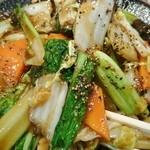 51773669 - 硬めに炒めた野菜にタップリの胡椒!