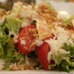 フィッシュ オン ディッシュ ロリー - カニとトマトとモッツァレラのサラダ