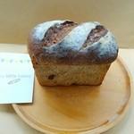 ラ ロッタ ベーカリー - 「ライ麦パン(マロンと紅茶)」380円税込