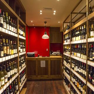 併設ワインショップからワインを買って持込める!