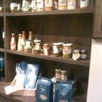 エプロンズ・フードマーケット - イタリアの高級食材が安価で購入出来ます。ピクルス買いました。