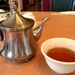 中国料理 天安閣 - 熱いウーロン茶が、ポットサービスで提供されました
