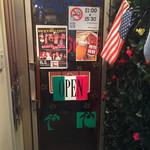 おさむの店 - 2階のお店入口。 表の看板とイメージギャップあり、何度か引き返しちゃいました。
