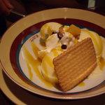 518494 - アイスクリームのマンゴーソース