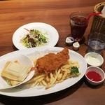 恵比壽ビヤホール - ホットサンドとフィッシュアンドチップスランチ950円+ランチドリンク100円