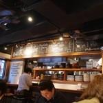 山本のハンバーグ - 店内の黒板には、月替わりの野菜ジュース、季節のハンバーグ、日替わりソースなどが書いてあります。