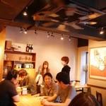 山本のハンバーグ - 小さなお店ですが、気軽にお食事をしていただける雰囲気になっています。
