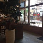 51805432 - 店内。コーヒー豆を買うこともできますよ〜。