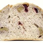 白殻五粉 - クランベリーとくるみのライ麦パン(断面)