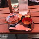 コンテナカフェ - 料理写真:豚丼大盛り 780円 ご飯が丼一杯なのでお腹一杯になりますよ。