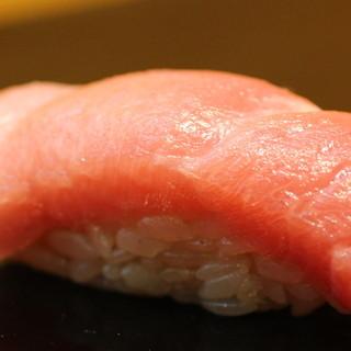 昔ながらの本格的な江戸前寿司。
