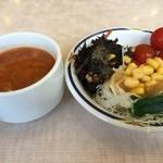 ステーキガスト - 健康サラダバーのスープとサラダ