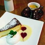 リード カフェ - 濃厚なベイクドチーズケーキ¥500 + エスプレッソ ¥350