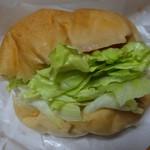 パン屋ドンチャバラ - 佐世保風バーガー 410円(税込)。