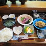 魚料理 いさり火 - ワラサ刺と小アジ南ばんづけの定食