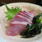 魚料理 いさり火 - ワラサ刺アップ