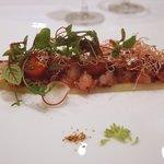 レストラン シュバル ブラン - 長野産ホワイトアスパラに甘エビ、フルーツトマト乗せ  ビーズのエキスソースかけ