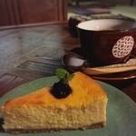 51829183 - プラス500円の満足セット(豆腐のチーズケーキとコーヒー)