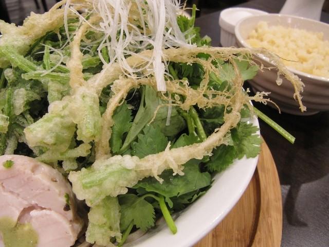 蕎麦DAYS - パクチーの根のテンプラ
