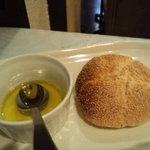 5183196 - 自家製パンとオリーブオイル