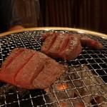 ヒロ ナゴヤ - ネクタイ焼く