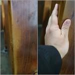 51831746 - 柱には手をついた跡が