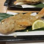 寿司家天神本店 - 揚げ物は贅沢にアカムツを丸ごと一匹唐揚げにした揚げ物、カリッとしっかり揚げてあるんで頭も食べれます。