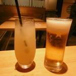 テーブル ニコ - グレープフルーツジュースと生ビール