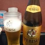 51838479 - ビールはヱビスビール中瓶