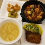 天厨菜館 - 麻婆豆腐、点心2種、玉子スープ、漬物