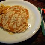 チャフー - モーニングについてくる、全粒粉のパンケーキ*テンサイ糖のシロップとフルーツのシャーベット付