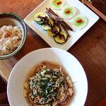 チャフー - ある日のランチ。サラダとトロロ&モロヘイヤのお蕎麦