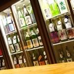 KURAND SAKE MARKET - 冷蔵庫には日本酒がずらり!