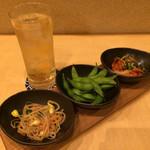 とらのにうりや - もやしのナムル、枝豆、キムチ