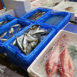 毎朝新鮮な海鮮を横浜中央卸市場に仕入れに行ってます