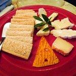 バール・バッフォーネ - チーズの盛り合わせ(¥1800~