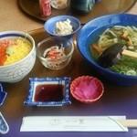 里 - 山菜うどんとミニイクラ鮭丼
