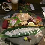 雫はなれ - 刺身:豊島地穴子、本カツオ、サヨリ、天然鯛、地アジ