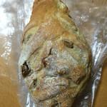 51851648 - クルミの入ったパン