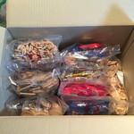 宝製菓株式会社 - 料理写真:徳用箱 1000円  9袋入ってました!  全部バラで売ってました!  バラで買うと1500円。これでもお得ですがそれを上回る超お得品‼︎