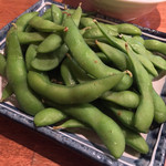 もつ焼き 勝利 - もつ焼き 勝利(東京都世田谷区三軒茶屋)付け出しの枝豆