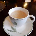 Re Cafe - ランチ付属のドリンクにホットコーヒー選択