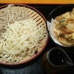 Furusatokikou - 2合あいもりうどんそば、かき揚げ。2合が680円、かき揚げ200円