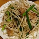 びっくりうどん - ○豚肉もやしのどっさり炒め 420円