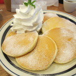 51861175 - メープルホイップパンケーキ