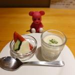 kitchen Bar Sorriso - アミューズ(モッツアレラチーズ左&じゃがいものスープ右)