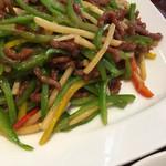 51862682 - さすが1500も出すと真っ当な青椒肉絲が出てくる。コレは美味い。