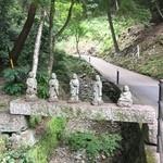 乃木そば神谷 - 方広寺の羅漢様